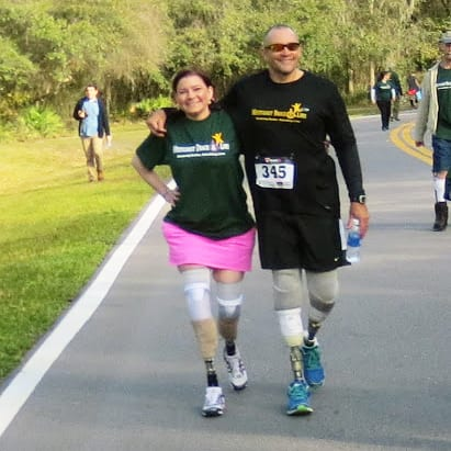 runners with prosthetic legs