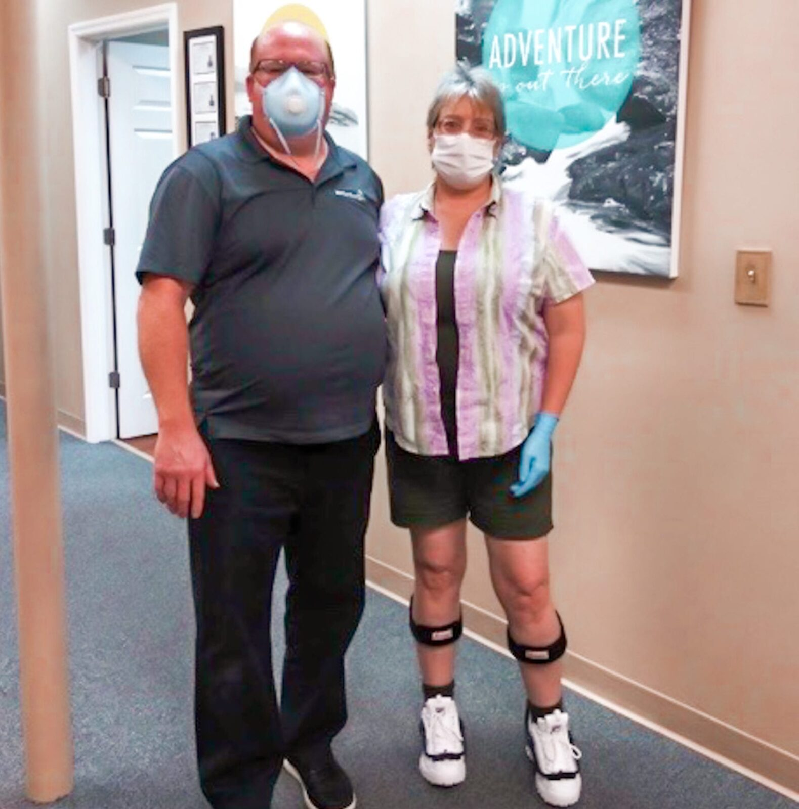 WOMAN WEARING TURBOMED AFO'S STANDING WITH HER WESTCOAST BRACE AND LIMB MALE ORTHOTIST